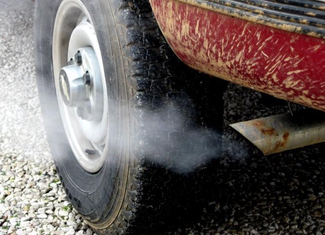 Cómo contaminar menos con nuestro coche
